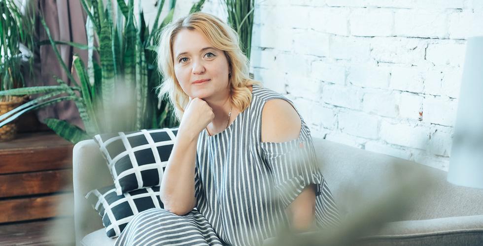 Юлия Матвеева, хозяйка «Клуба НеОбыкновенных Родителей», арт-терапевт, соавтор книг по ведению здорового образа жизни, воспитанию детей, психологии, организатор семейных лагерей