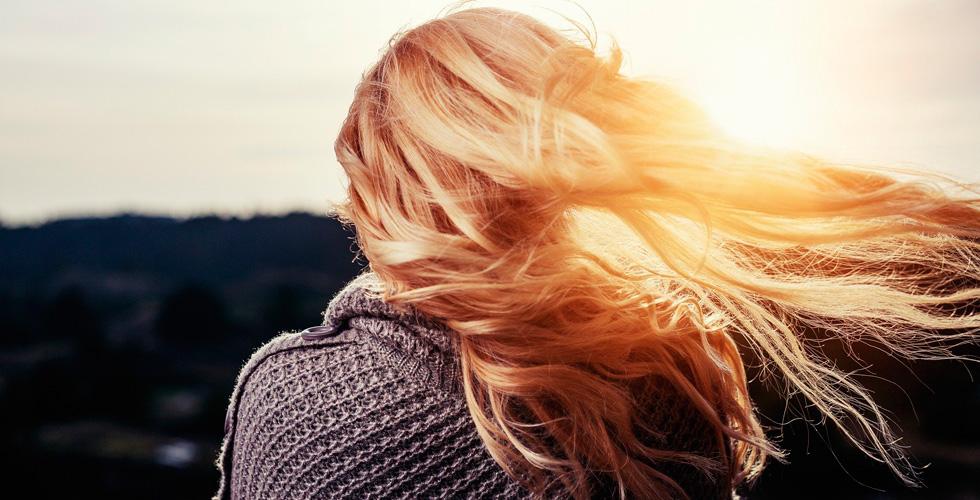 Девушка на заказе, волосы развеваются