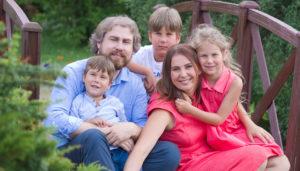 Яна Катаева с семьей