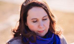 Яна Катаева в синем шарфе