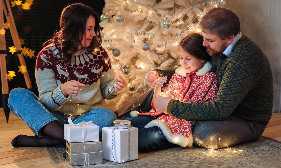 Яна Катаева с мужем и дочерью в новый год