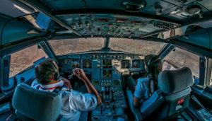 Папа - летчик, в кабине пилота