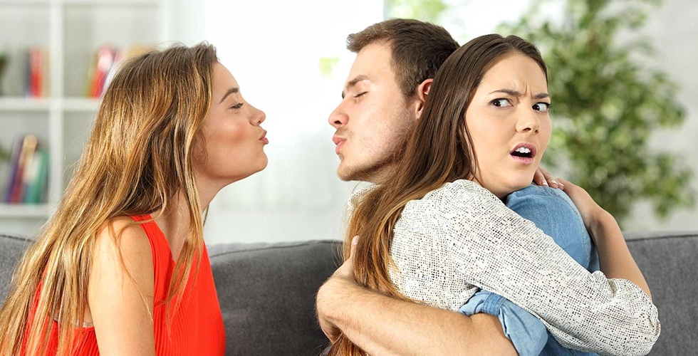 Как ревнивые девушки видят соперниц