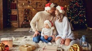 Празднование Нового года с семьей